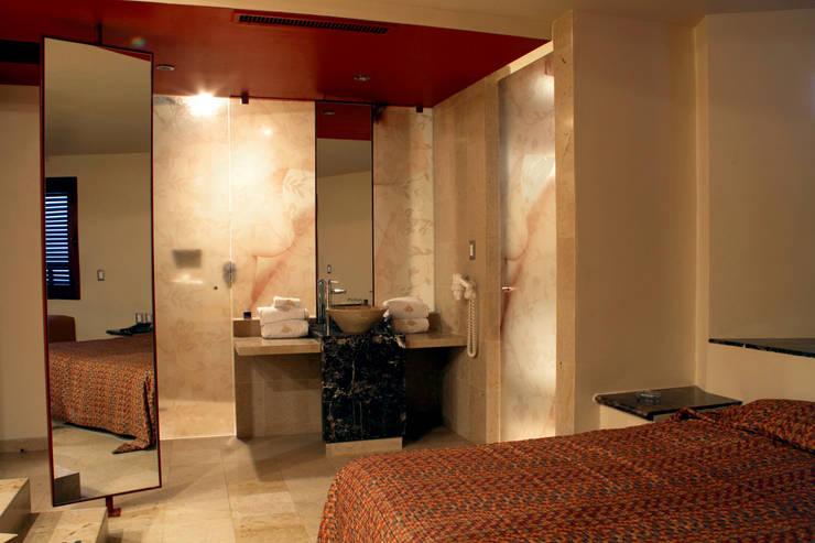 Hotel Pirámides  Valle : Recámaras de estilo  por DIN Interiorismo