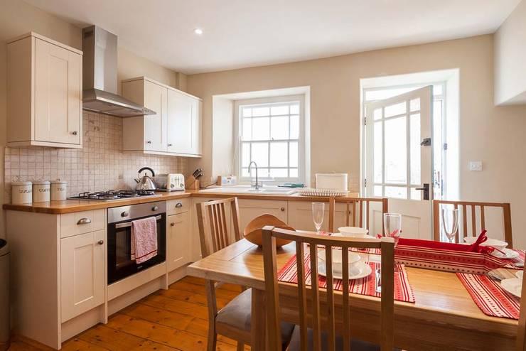 Kitchen by Derek Phillips Photography