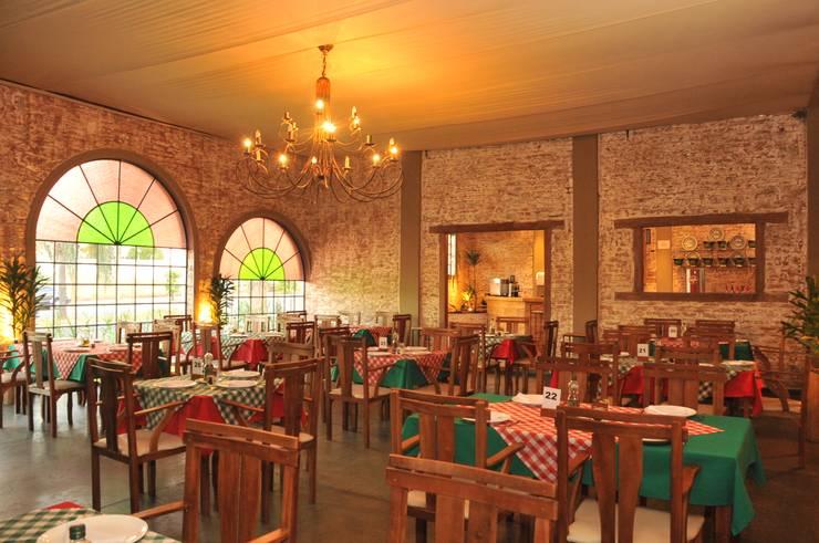 Salão: Espaços gastronômicos  por Habitat Arquitetos