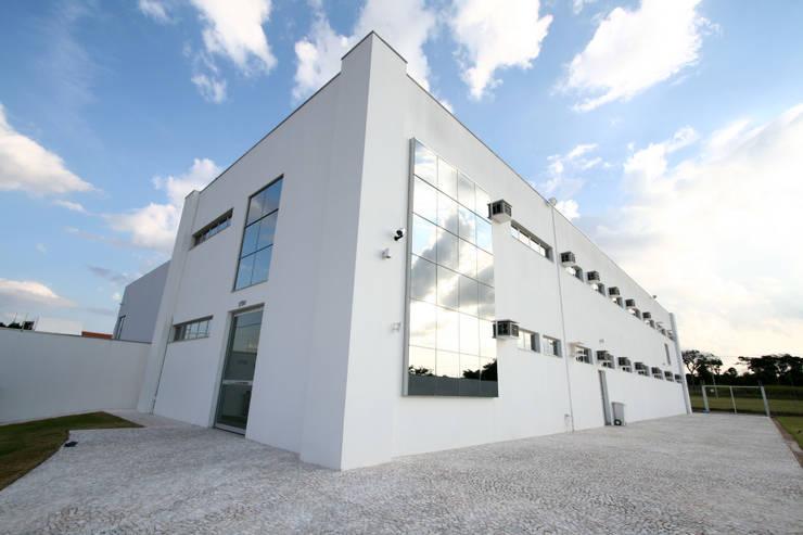 Fachada: Edifícios comerciais  por Habitat Arquitetos