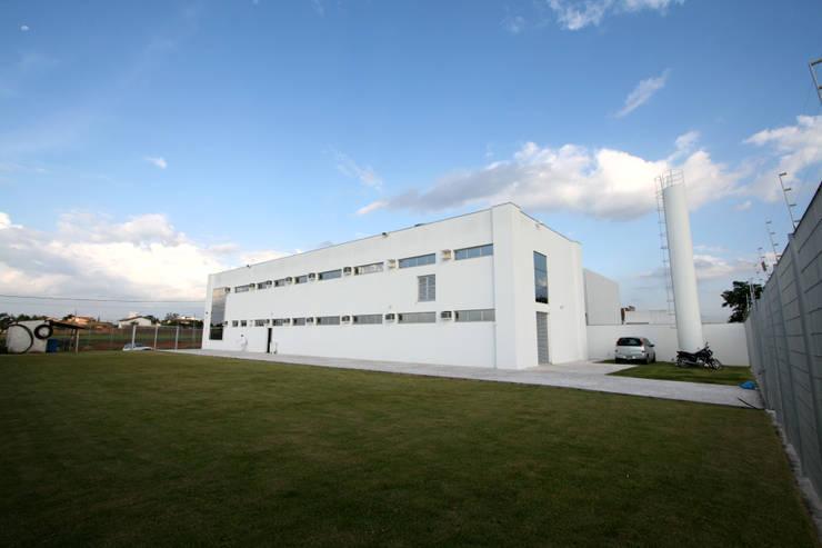 Fachada Lateral: Edifícios comerciais  por Habitat Arquitetos