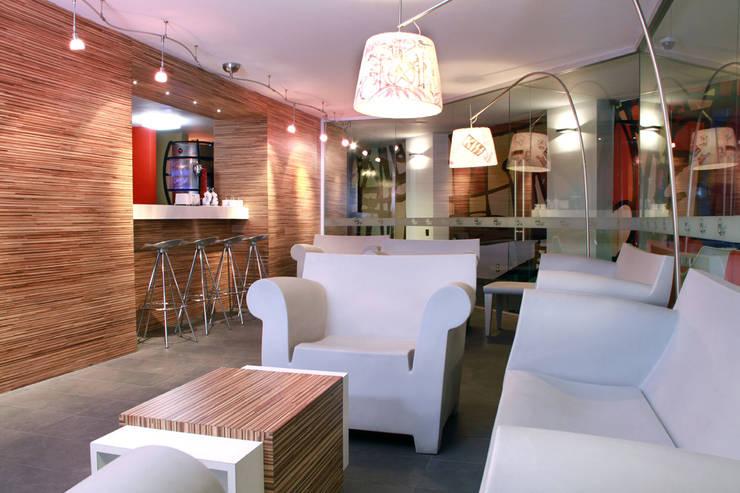 Hotel Howard Johnson: Comedores de estilo  por DIN Interiorismo