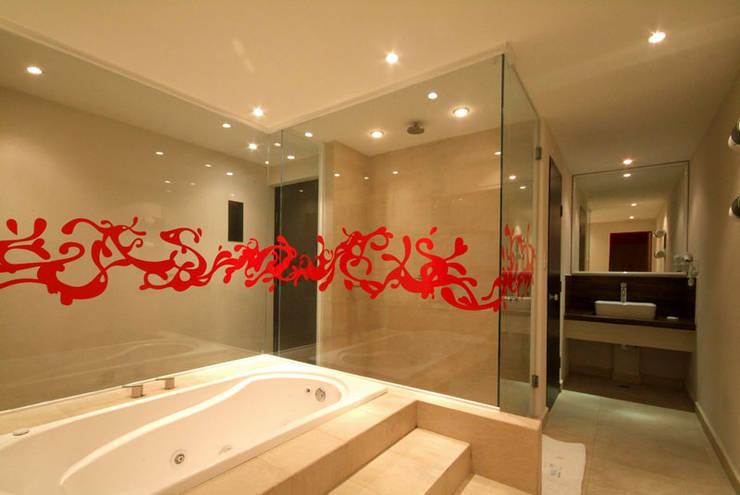 Hotel Aquz : Baños de estilo  por DIN Interiorismo