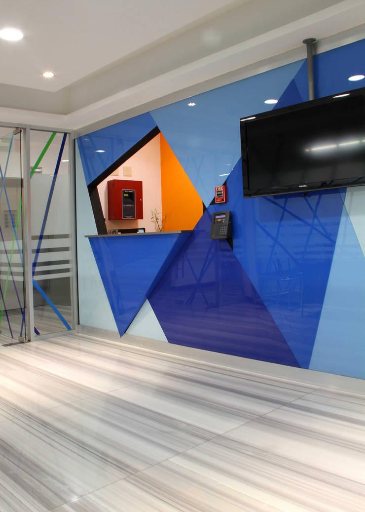 AYESA Paredes y pisos de estilo moderno de DIN Interiorismo Moderno