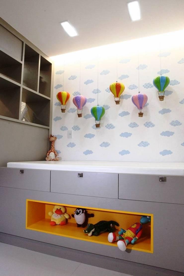 CONSULTÓRIO – CARDIOPEDIATRICO: Quarto de crianças  por TOLENTINO ARQUITETURA E INTERIORES