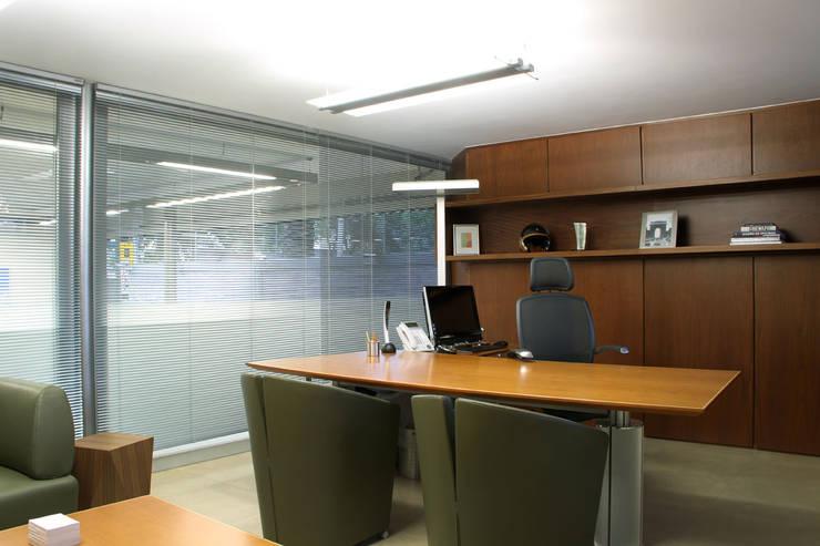 DIN Interiorismo :  tarz Çalışma Odası,