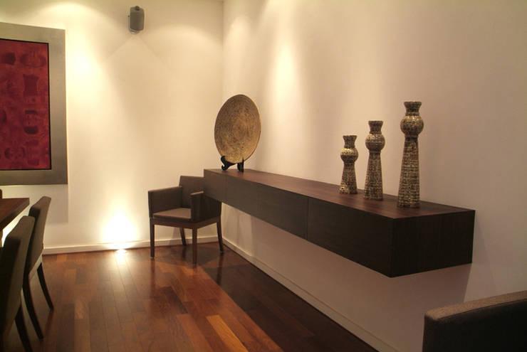 Casa A.P: Pasillos y recibidores de estilo  por DIN Interiorismo