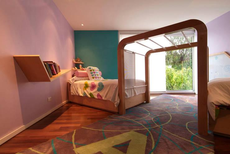 Casa A.P: Recámaras infantiles de estilo  por DIN Interiorismo
