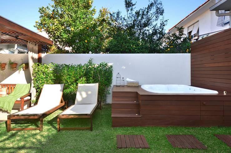 Jardines de estilo rústico por Stefani Arquitetura