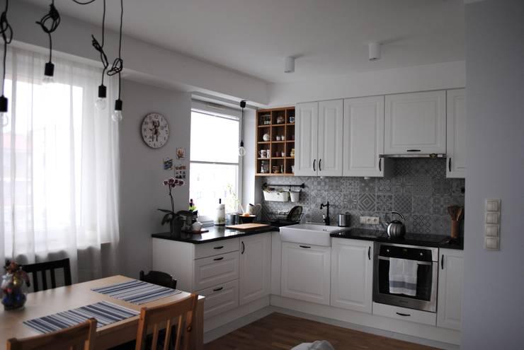 Mieszkanie, Białystok: styl , w kategorii Kuchnia zaprojektowany przez IN STUDIO PRACOWNIA PROJEKTOWA,