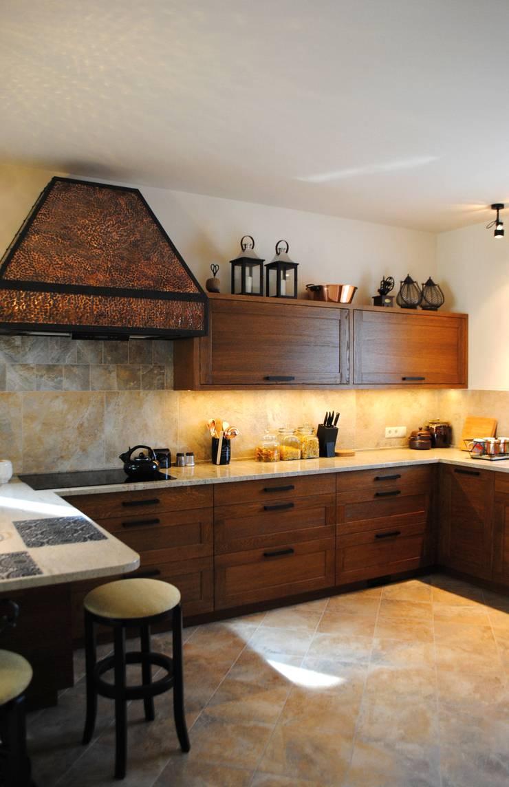 Dom, okolice Białystok: styl , w kategorii Kuchnia zaprojektowany przez IN STUDIO PRACOWNIA PROJEKTOWA