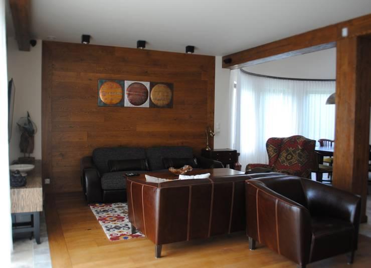Dom, okolice Białystok: styl , w kategorii Salon zaprojektowany przez IN STUDIO PRACOWNIA PROJEKTOWA