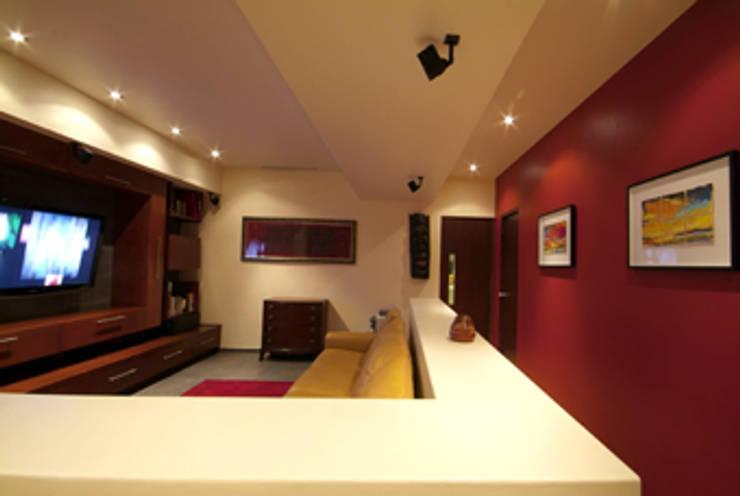 Departamento Chelu : Salas de estilo  por DIN Interiorismo