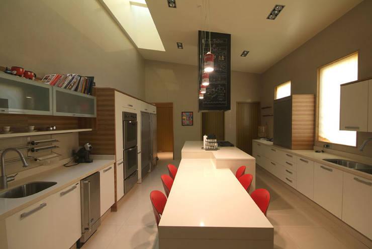 Casa Moro : Comedores de estilo moderno por DIN Interiorismo