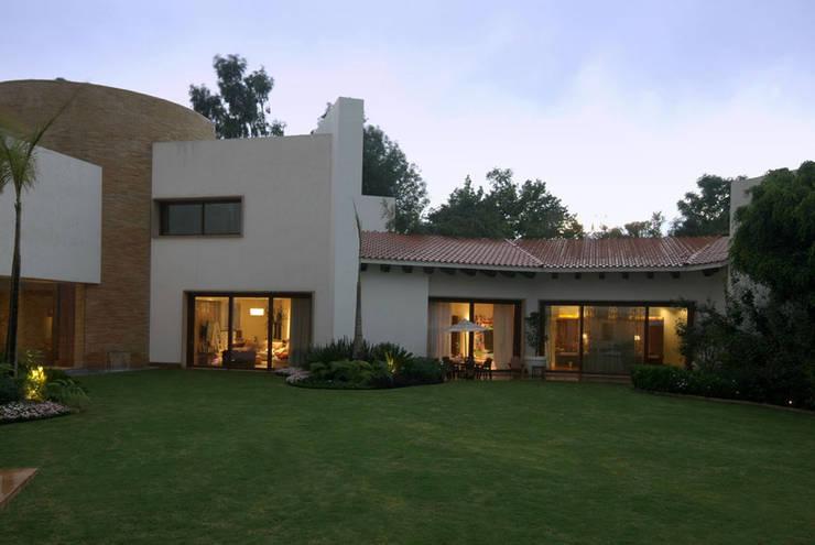 Casa Moro : Terrazas de estilo  por DIN Interiorismo