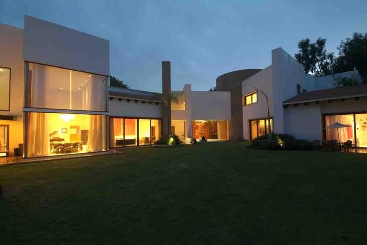 Casa Moro Balcones y terrazas modernos de DIN Interiorismo Moderno