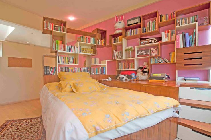 Casa Ulpi : Recámaras infantiles de estilo  por DIN Interiorismo