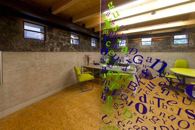 Estudios y oficinas de estilo  por DIN Interiorismo