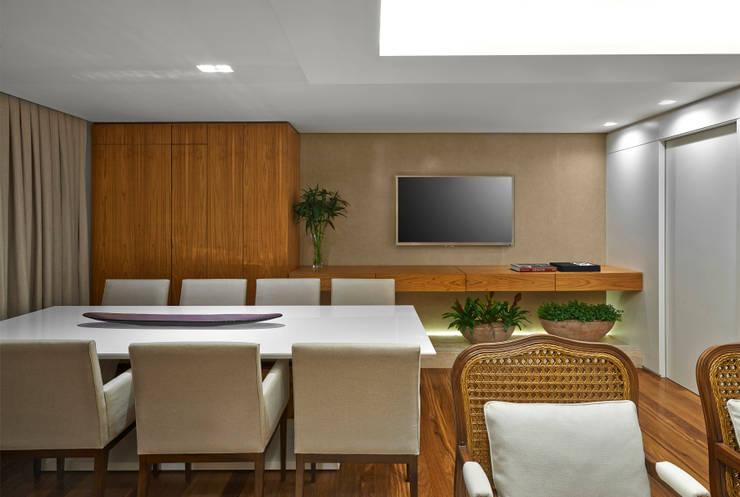 SALA DE JANTAR: Salas de estar modernas por Juliana Goulart Arquitetura e Design de Interiores