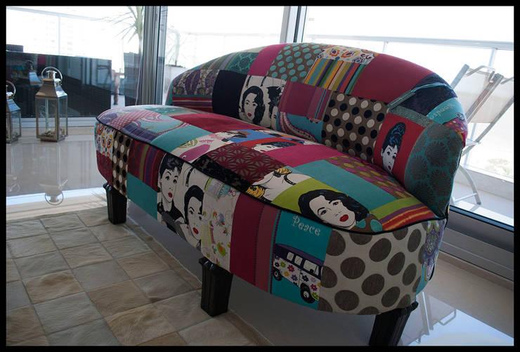 SOFA ART DECO RESTAURADO tapizado en PATCHWORK: Livings de estilo  por Diseñadora Lucia Casanova