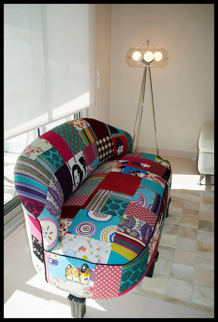 SOFA ART DECO tapizado en PATCHWORK: Livings de estilo  por Diseñadora Lucia Casanova