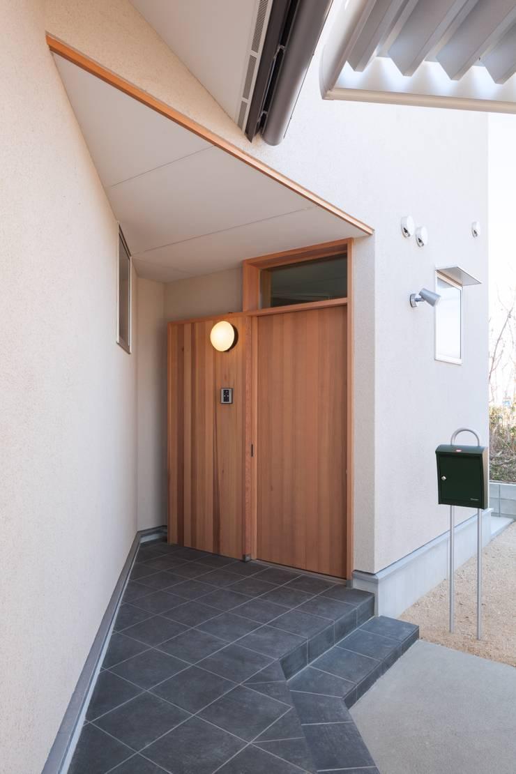 Pasillos y hall de entrada de estilo  por 清建築設計室/SEI ARCHITECT, Moderno