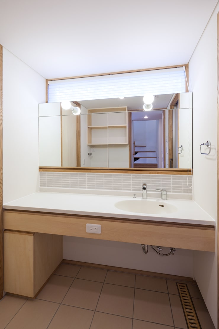 Ванные комнаты в . Автор – 清建築設計室/SEI ARCHITECT, Модерн
