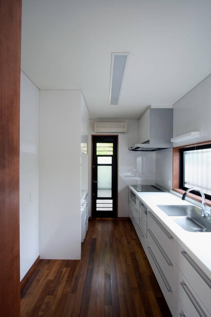 キッチン: 中川龍吾建築設計事務所が手掛けたキッチンです。