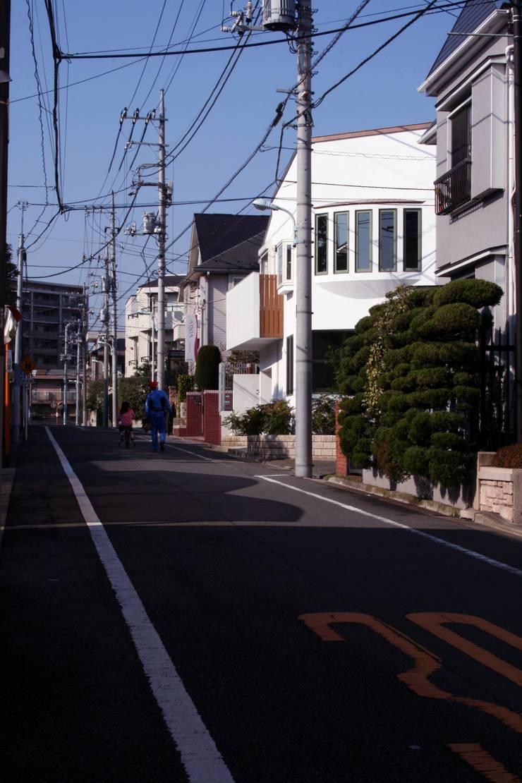 外観(坂の途中の家): 中川龍吾建築設計事務所が手掛けた家です。,