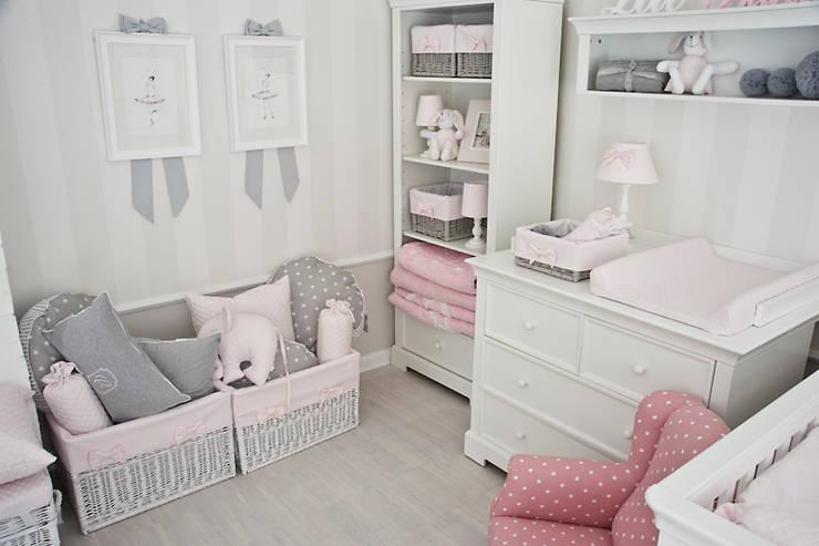 Grafiki z kokardkami: styl , w kategorii Pokój dziecięcy zaprojektowany przez Caramella