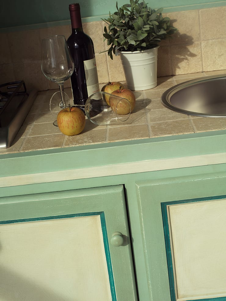 Kitchen by LA BOTTEGA DEL FALEGNAME