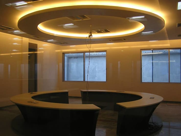 Corporate office: modern Study/office by Ornate Consultants