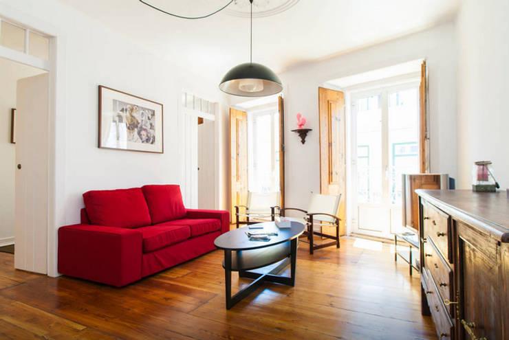 Renovação de Apartamento em Santos: Quartos  por FORA - Fagulha Oliveira Ruivo