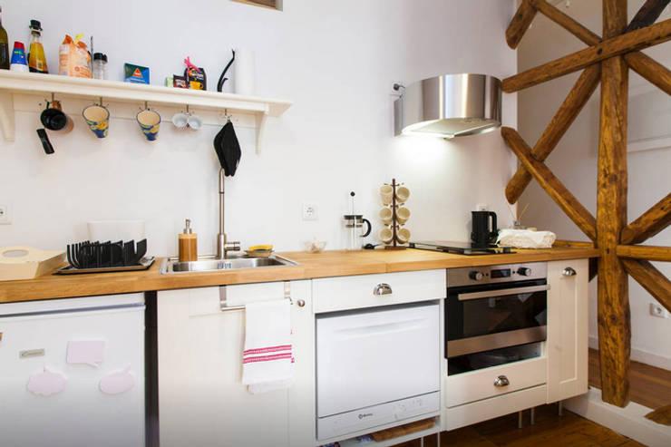 Renovação de Apartamento em Santos: Cozinhas  por FORA - Fagulha Oliveira Ruivo