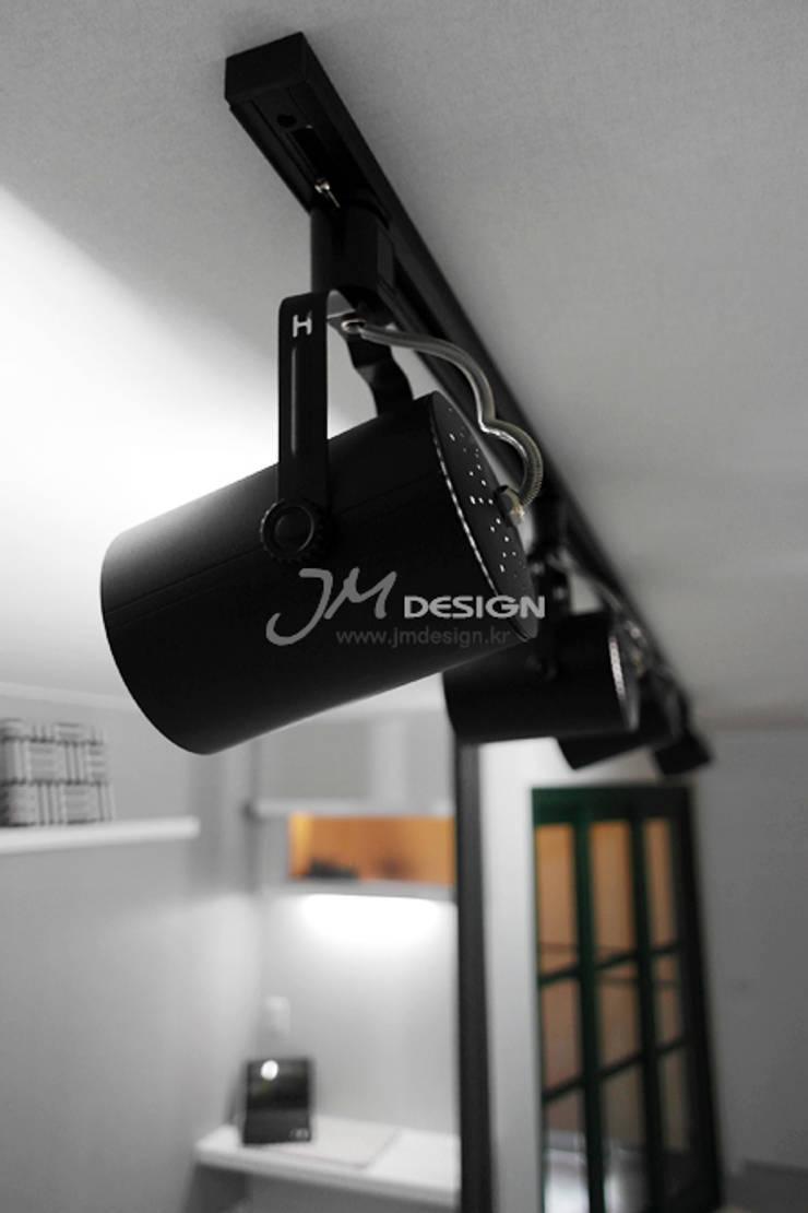 평촌현대홈타운33평 : JMdesign 의  침실