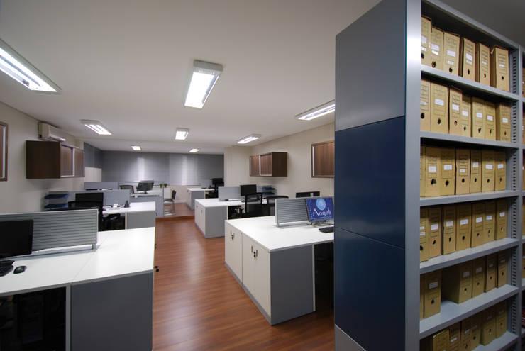 Escritório de Contabilidade: Escritório e loja  por Stefani Arquitetura