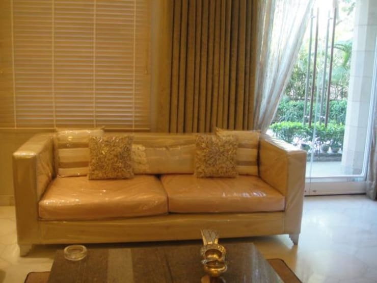 Formal living room.: modern Living room by Tanish Design