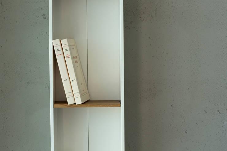Livings de estilo moderno por Concrete LCDA