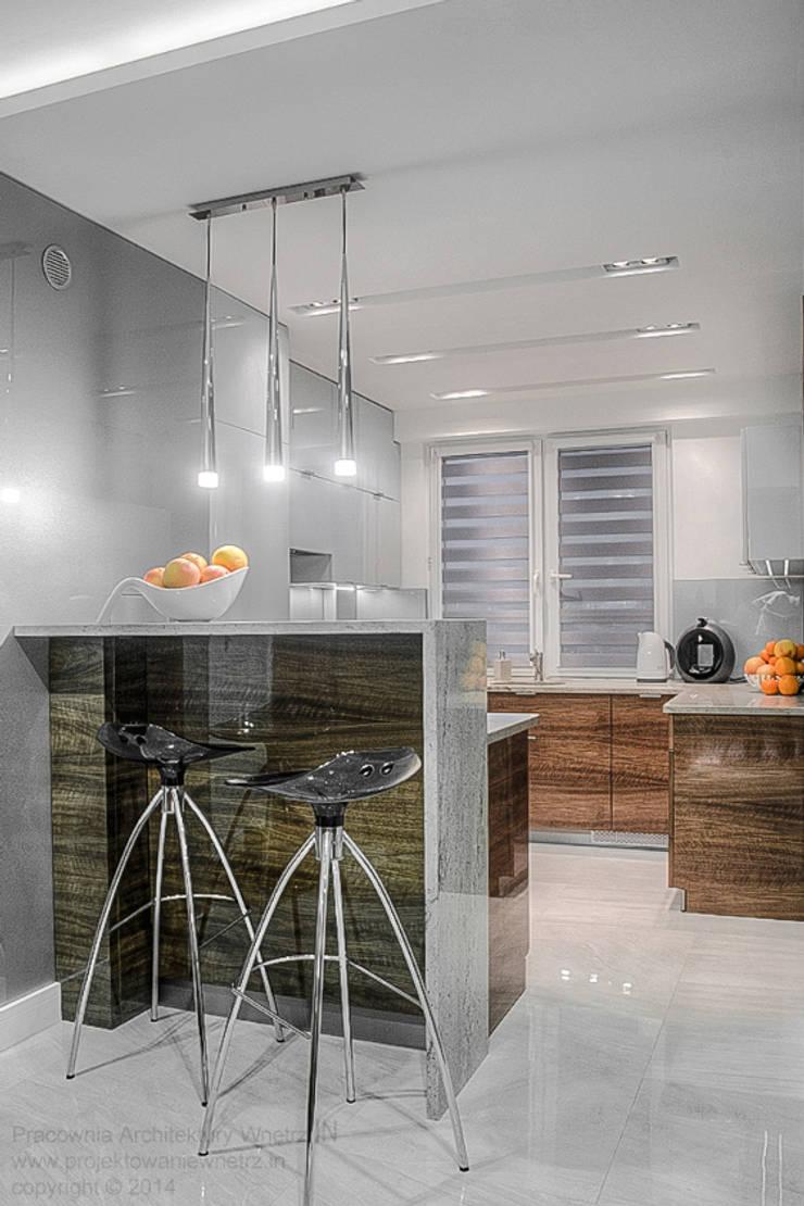 Błyszcząca kuchnia: styl , w kategorii Kuchnia zaprojektowany przez IN,Minimalistyczny Granit