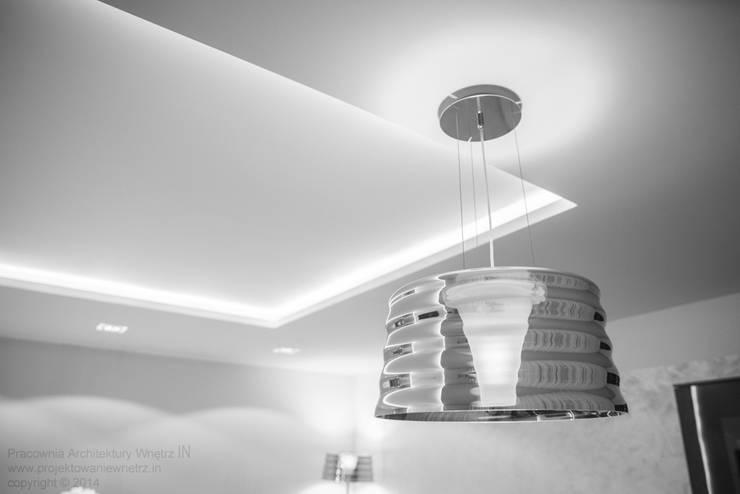Błyszcząca kuchnia: styl , w kategorii Kuchnia zaprojektowany przez IN,Minimalistyczny Szkło
