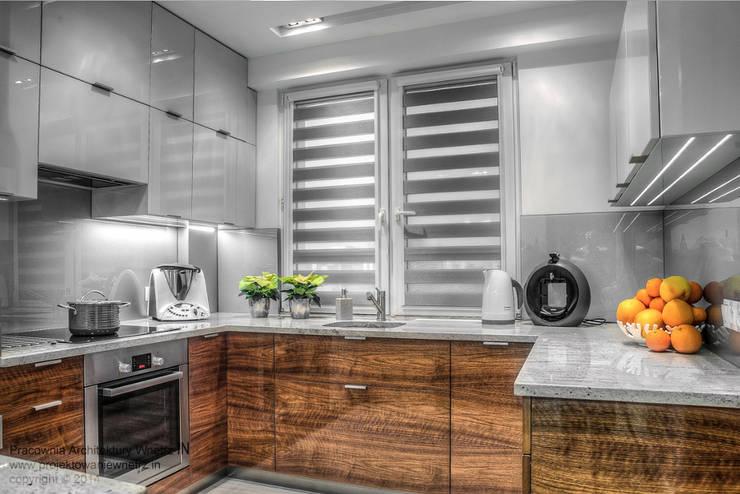 Błyszcząca kuchnia: styl , w kategorii Kuchnia zaprojektowany przez IN,Minimalistyczny Lite drewno Wielokolorowy