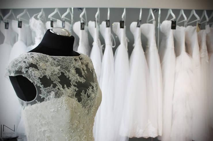 Salon sukni ślubnych: styl , w kategorii Powierzchnie handlowe zaprojektowany przez IN