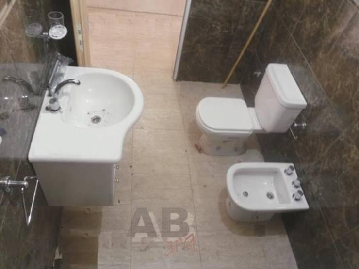 Interiores: Baños de estilo  por Arq. Alejandra Bruno,