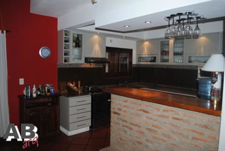 Interiores: Cocinas de estilo  por Arq. Alejandra Bruno,