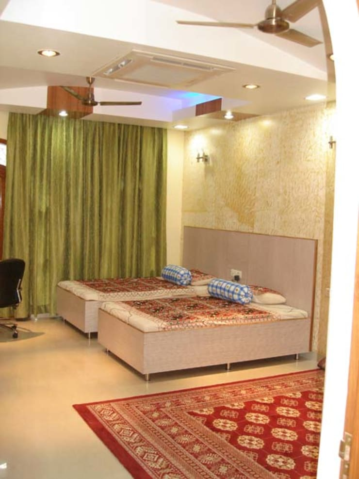 Interior Projects:  Bedroom by Architect Harish Tripathi & Associates