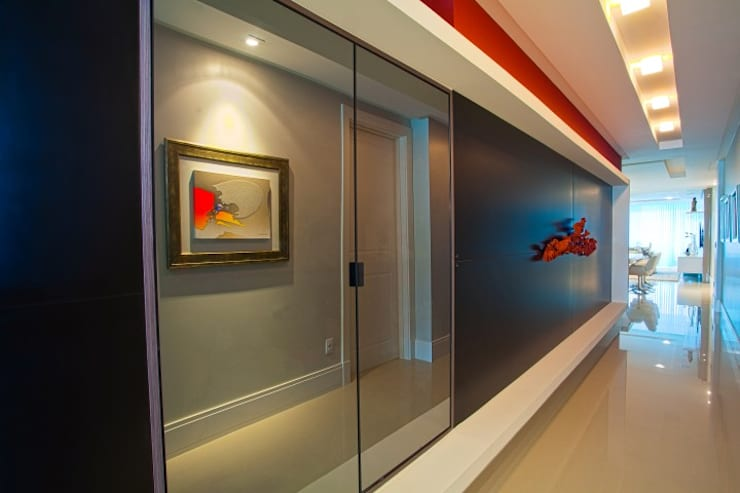 Modern Corridor, Hallway and Staircase by LimaRamos & Arquitetos Associados Modern