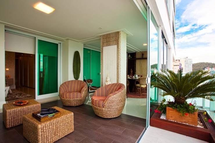 Terrazas  de estilo  por LimaRamos & Arquitetos Associados, Moderno