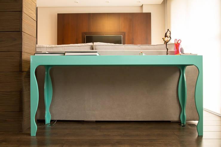 Apartamento MB: Salas de estar  por Luciana Ribeiro Arquitetura,