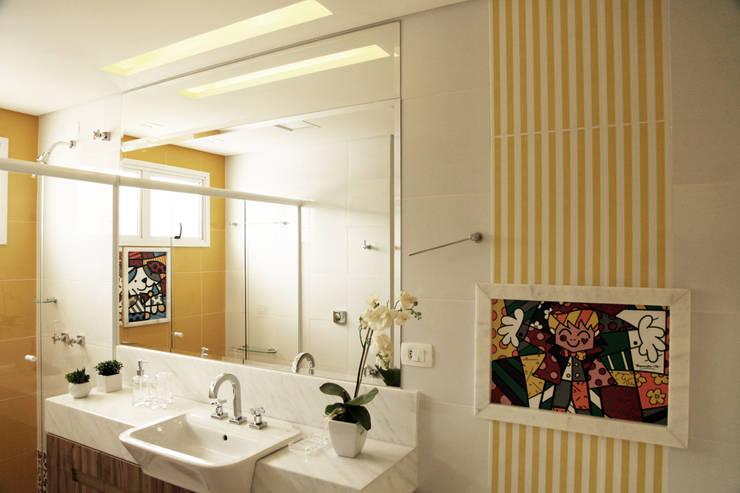 Baños de estilo  por Suelen Kuss Arquitetura e Interiores, Moderno Mármol