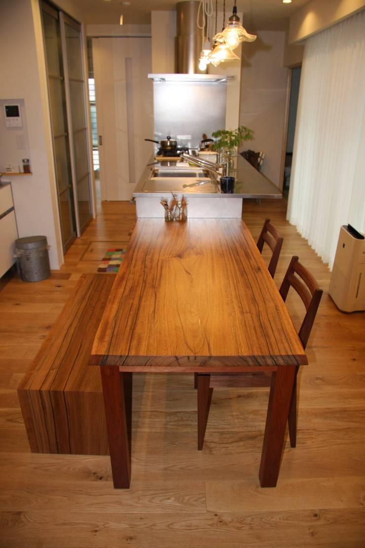 ダイニングテーブル: woodworks MATSUBARAが手掛けた折衷的なです。,オリジナル 木 木目調